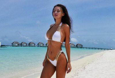 Оксана Самойлова опубликовала фотографию в бикини