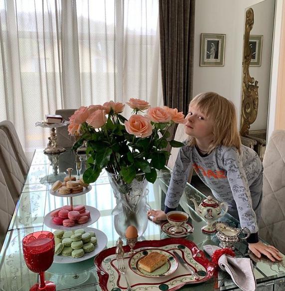 Поклонники считают, что Яна Рудковская посадила маленького сына на строгую диету