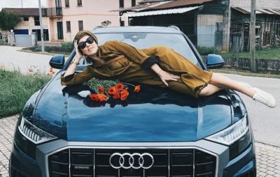 Собчак накануне Дня Победы опубликовала фото на капоте немецкой машины