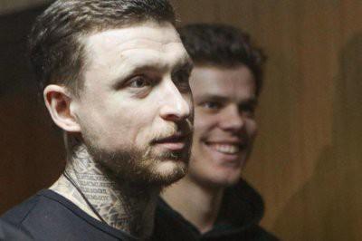 Суд приговорил футболистов Мамаева и Кокорина к реальным срокам