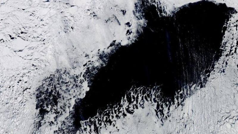 Во льдах Антарктиды исчезла огромная дыра