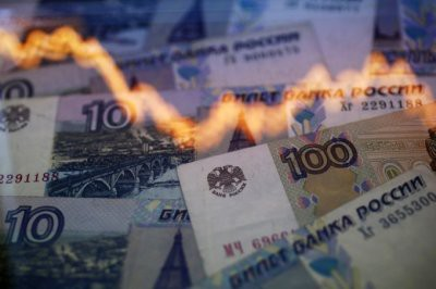 Эксперты назвали дату обвала рубля