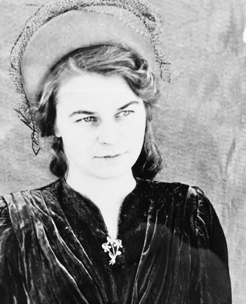 Бабушка Миллы Йовович во время войны 16-летней медсестрой дошла до Берлина