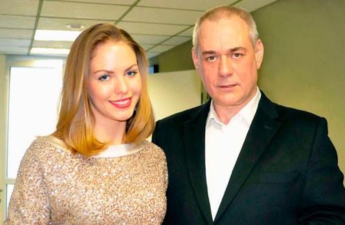 Дочери Сергея Доренко обвинили его жену в отравлении их отца