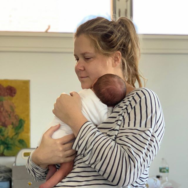 Эми Шумер рассмешила поклонников, опубликовав фото, описывающее реалии жизни после беременности