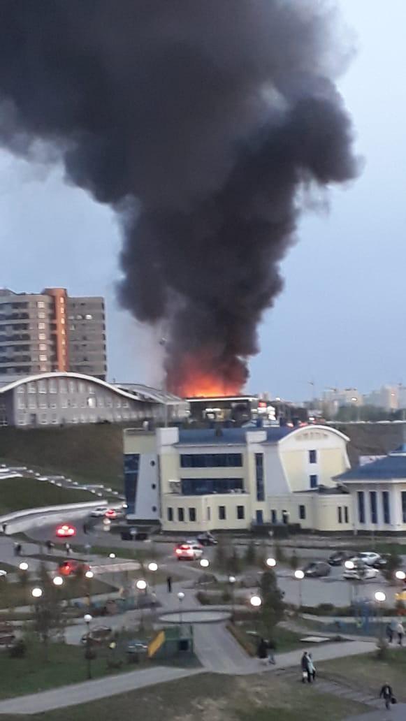 В Кемерово горит автоцентр Hyundai