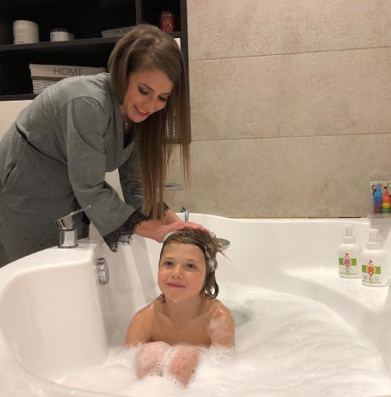 Юлия Барановская с сыном в ванной возмутила народ