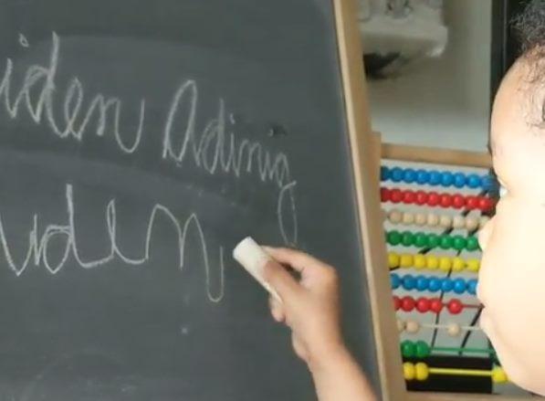 Трехлетняя девочка-вундеркинд решает сложные примеры, умеет писать, читать и обыгрывает мать в шахматы