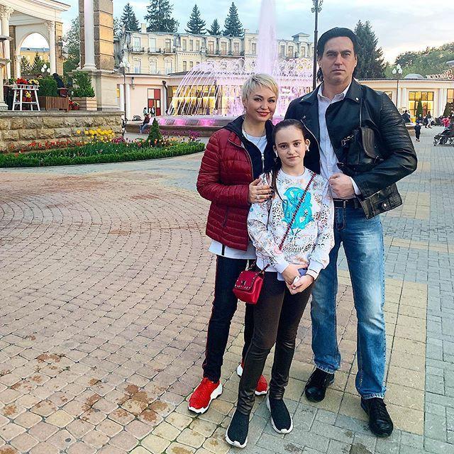 Подрастающая дочь Кати Лель - просто копия Константина Хабенского