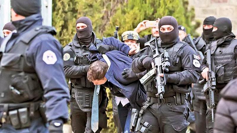 В шаге от войны: Сербия стягивает армию к границам Косова в ответ на этнический произвол