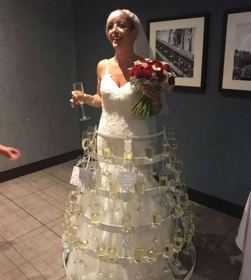 Невеста сделала свадебное платье мечты, использовав 30 кг железа и бокалы с шампанским