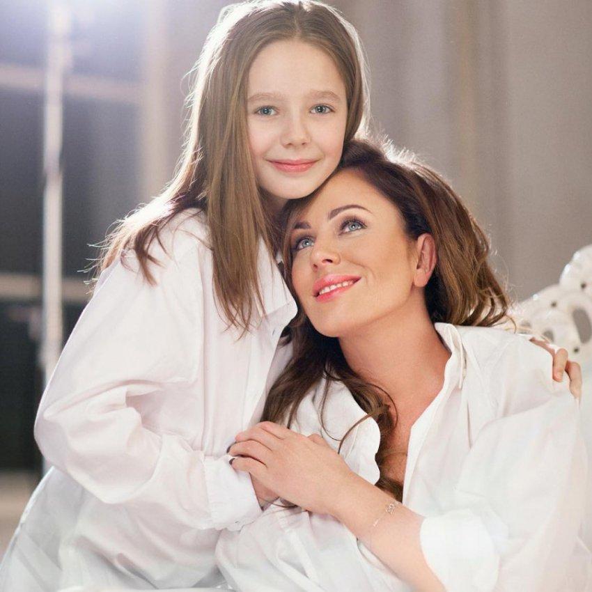 Дочь Юлии Началовой Вера проводит время с новой семьей отца