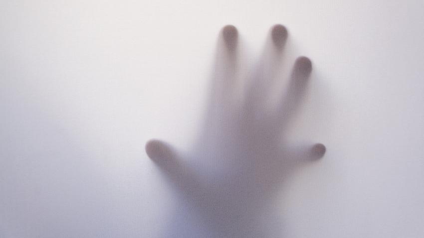 Яркие сны и мурашки по коже: как потусторонние силы пытаются связаться с вами?