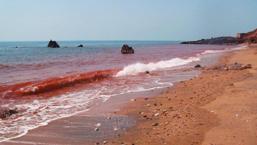 События из Откровения Иоанна Богослова: море вокруг Ирана стало красным