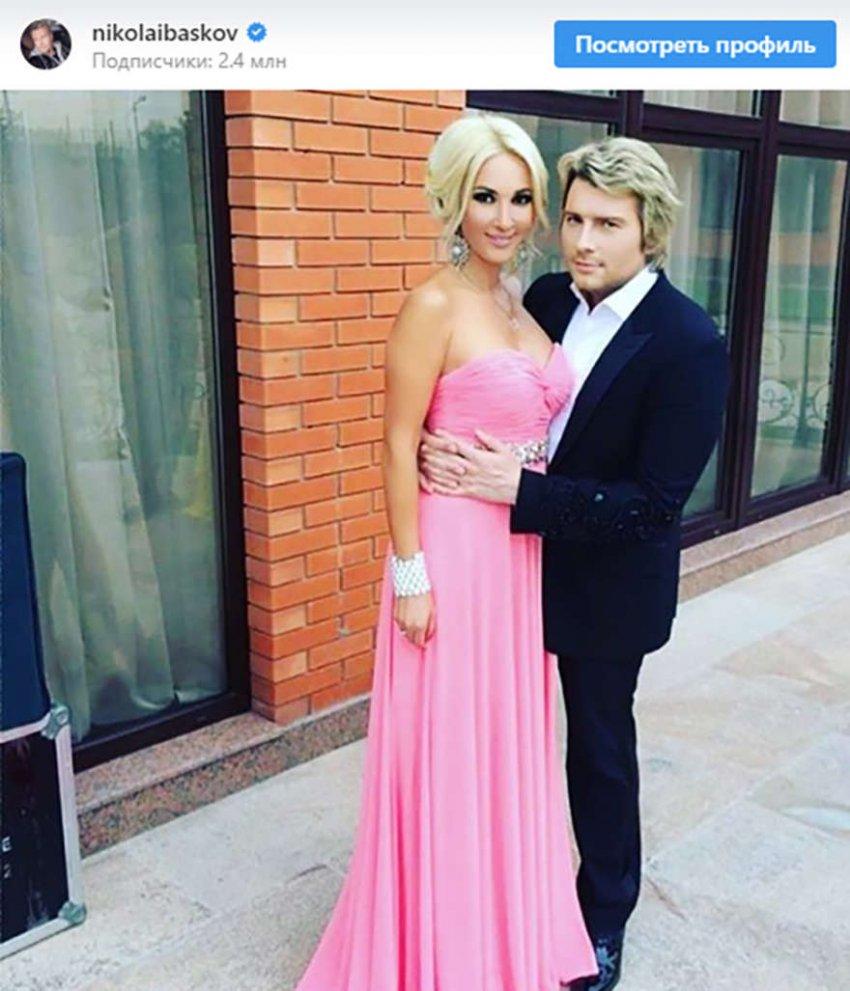 Объятия Баскова с замужней звездой сочли крайне неприличными