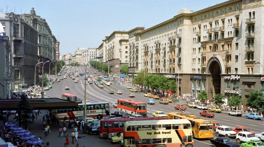Памятник Маяковскому может рухнуть