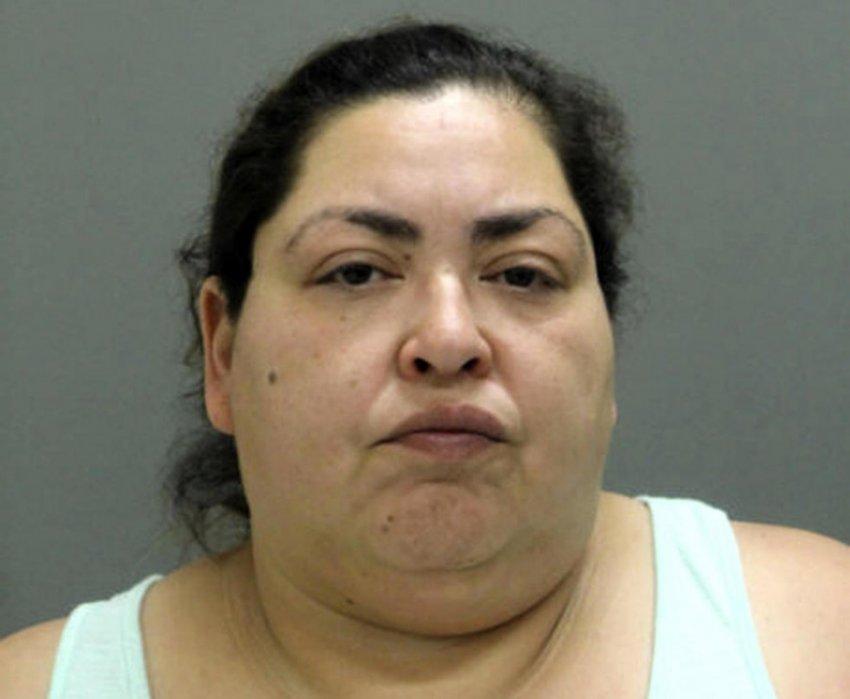 46-летняя женщина убила беременную девушку, чтобы вынуть ее ребенка из утробы и выдать за своего