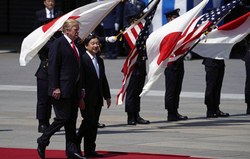 Трамп в Японии: президент США встречается с императором Нарухито