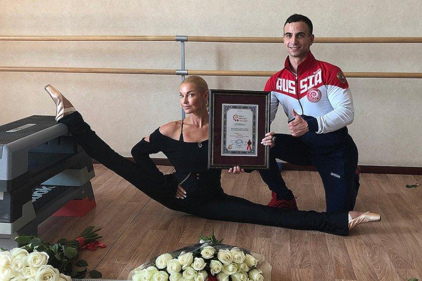 Анастасия Волочкова попала в Книгу рекордов России со своим шпагатом