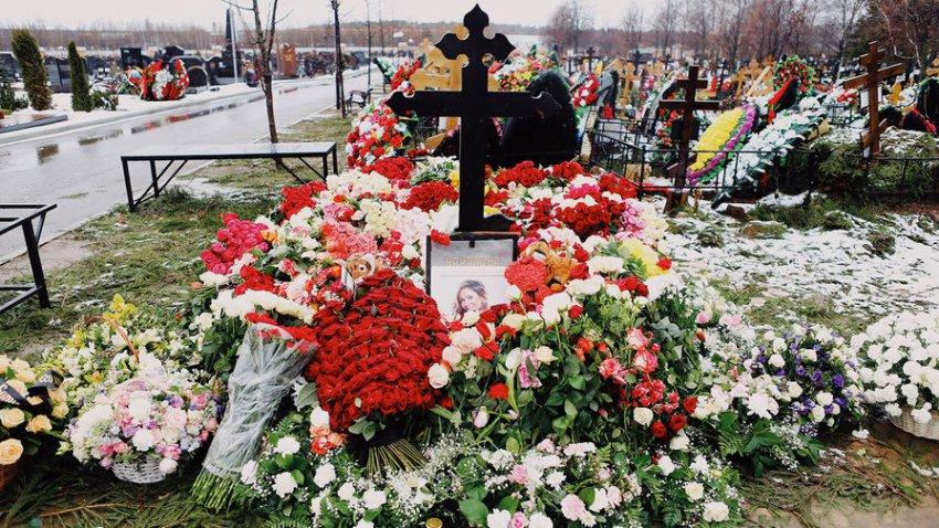 На могиле Началовой замироточил крест