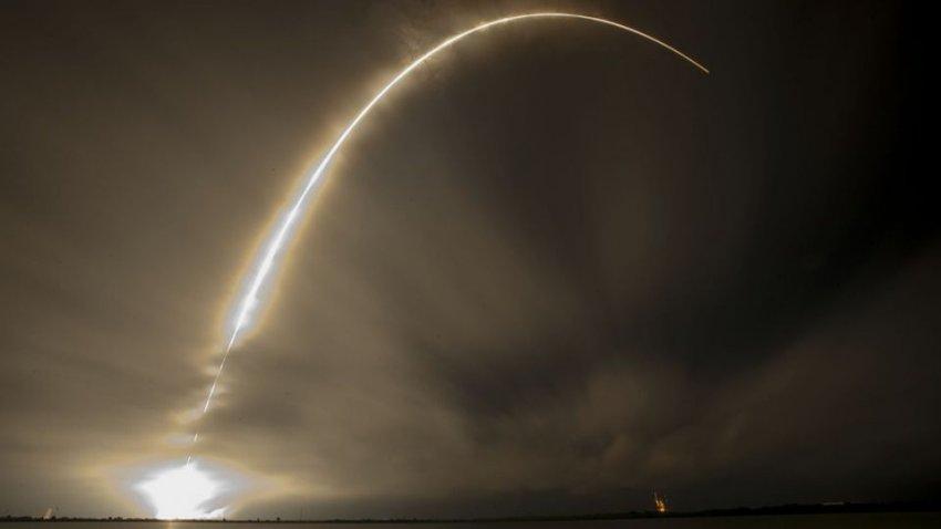 Спутниковая сеть Starlink от SpaceX начала беспокоить астрономов: чего боятся ученые