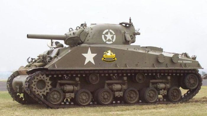 Для чего советские танкисты рисовали белые полосы на башнях?