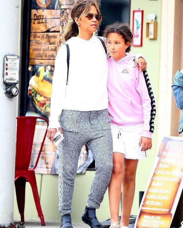 Крупная девочка с курчавыми волосами: 11-летняя дочь Холли Берри совершенно не похожа на мать