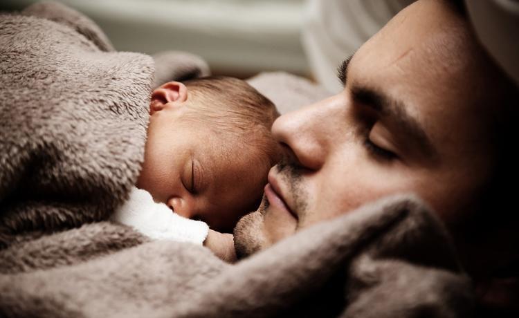 За третьего ребенка предложили доплачивать не только матерям, но и отцам