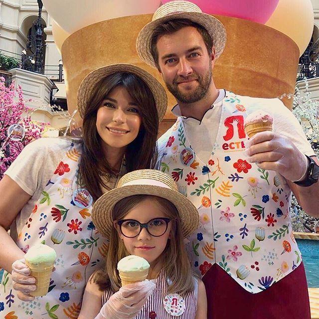 И все же счастливы вместе: Екатерина Волкова с дочерью и мужем, с которым чуть не развелась