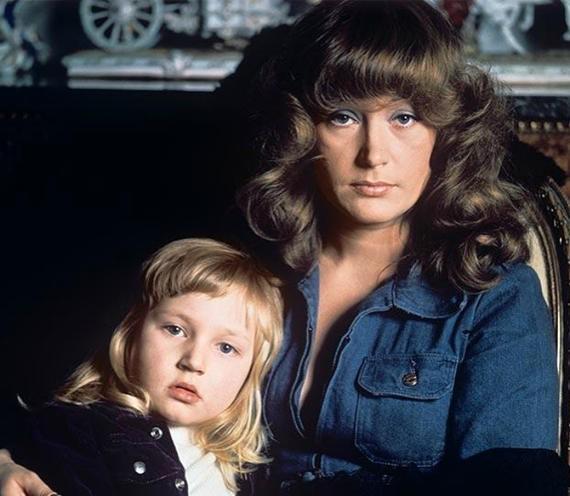 Редкое фото нежного возраста Кристины Орбакайте с молодой еще мамой — Аллой Пугачевой появилось в сети