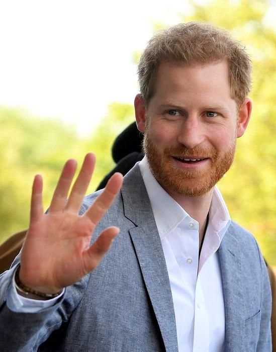 Принцу Гарри не понравился заголовок о встрече с юными леди