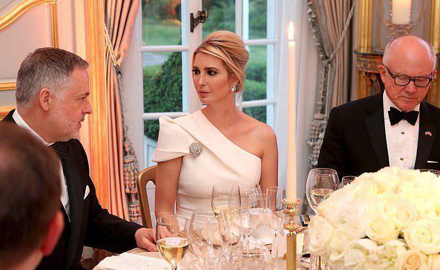 Семейное фото Трампов еще раз доказало, что Иванка позиционирует себя, как мужчину