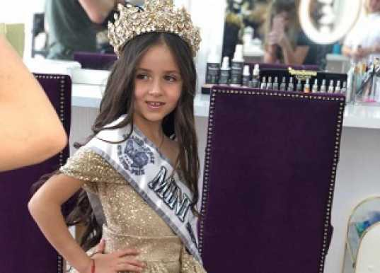 Второклассница Анджелина из Армавира стала самой красивой девочкой Вселенной