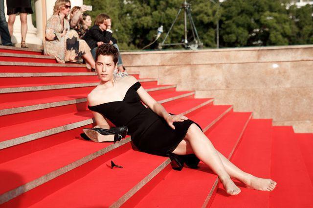 Фут-фетишисты ликуйте – Ирина Горбачева повторила выходку Кристен Стюарт, сняв туфли на красной дорожке