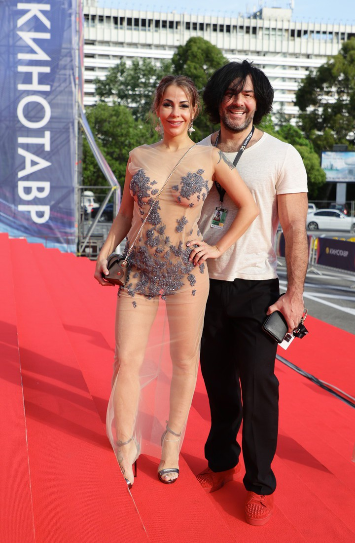 Елена Беркова полностью обнажилась для фотосессии на сочинском «Кинотавре»