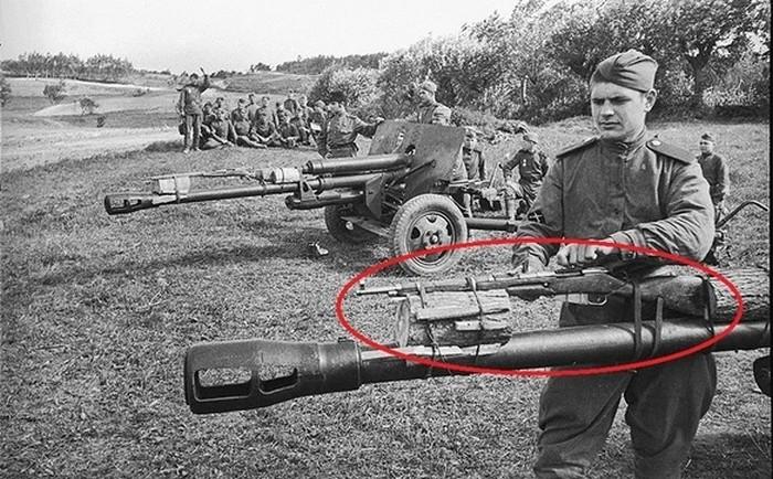 Зачем красноармейцы привязывали к стволу артиллерийских орудий винтовку Мосина