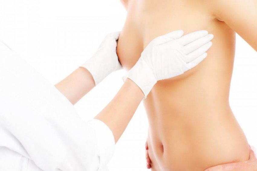 Пластический хирург Ирина Константинова рассказала, можно ли увеличивать грудь летом