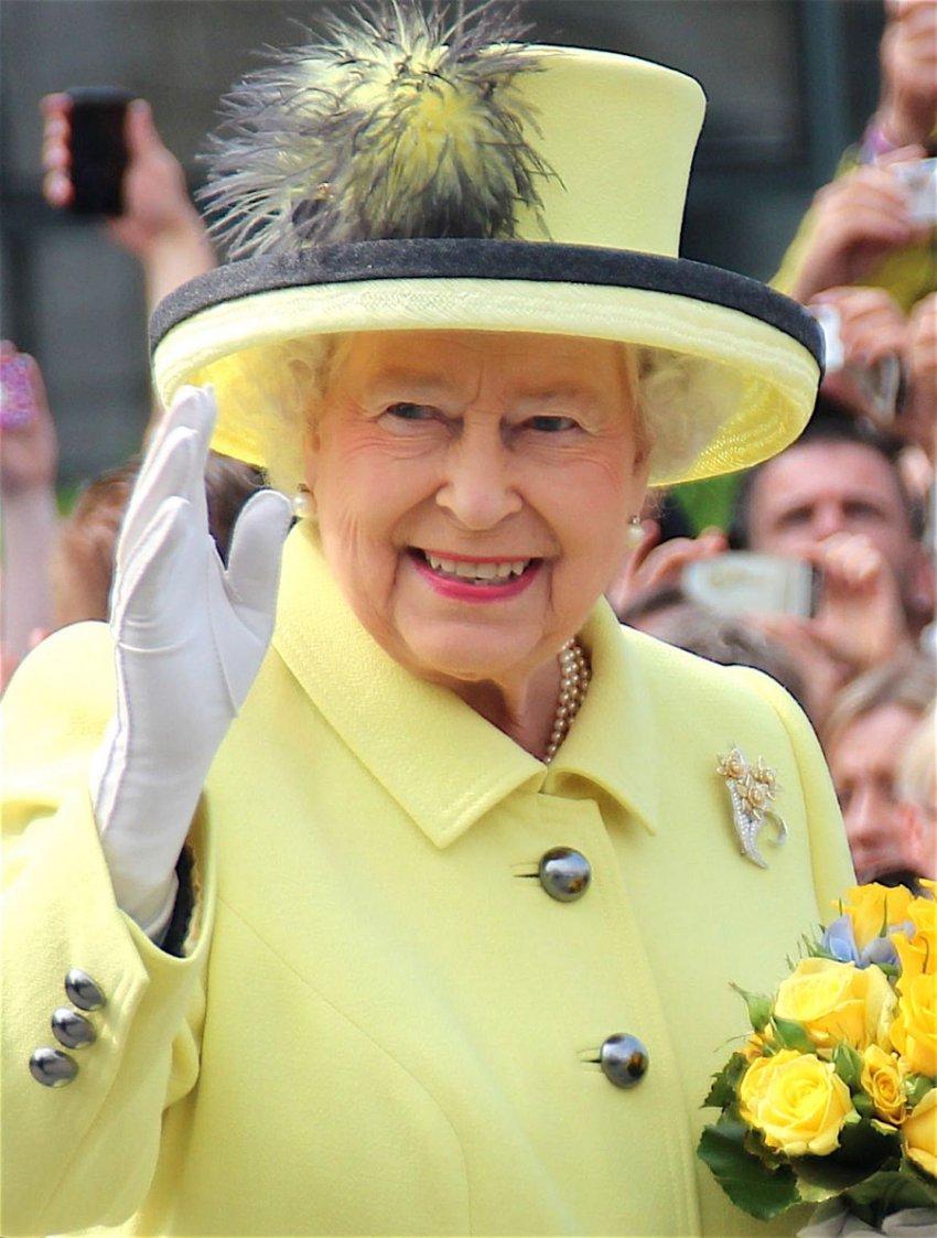 Шутник заказал пиццу королеве Англии