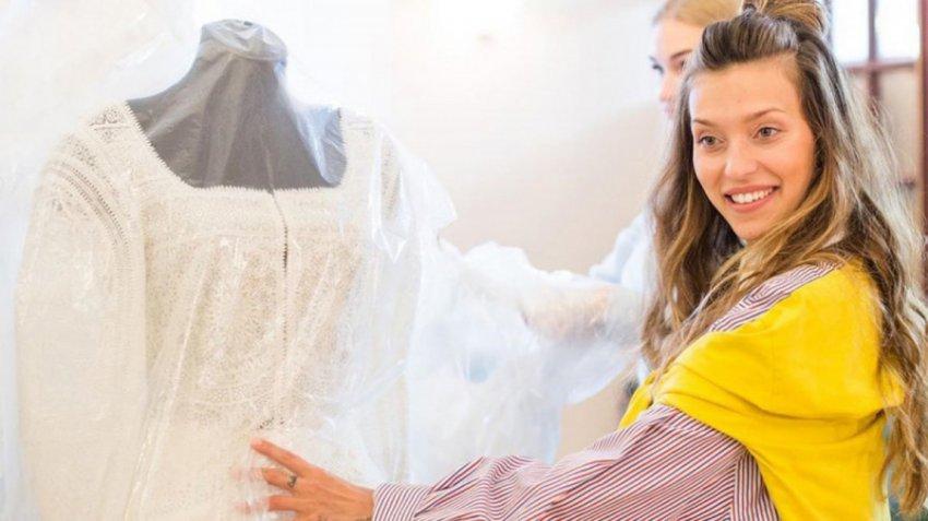 Регина Тодоренко не сдержала слез во время примерки свадебного платья