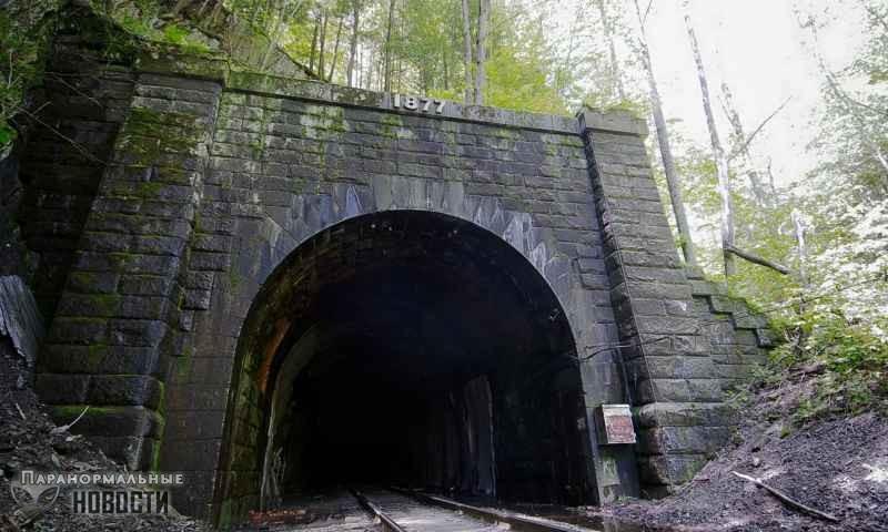 «Ты умрешь»: Бестелесный голос в туннеле напугал двух парней - Паранормальные новости