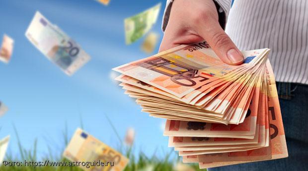 Павел Глоба назвал знаки Зодиака, к которым в июле придет денежный успех