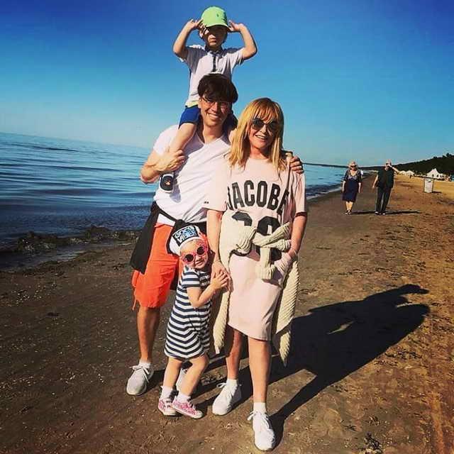 Максим Галкин показал свою семью на отдыхе и получил признания в любви