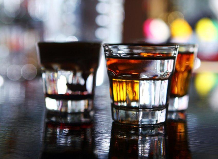 Смешать и не взбалтывать: какой алкоголь предпочитает каждый знак Зодиака?