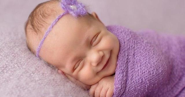 Какой должен быть стул новорожденного в первые дни, месяцы: сколько раз в день должен какать ребенок?