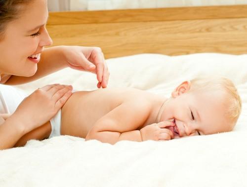 Массаж для новорожденных в домашних условиях: 11 правил и приёмов, противопоказания, видео