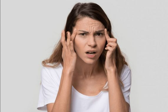 Невролог рассказала об опасности обезболивающих при головной боли