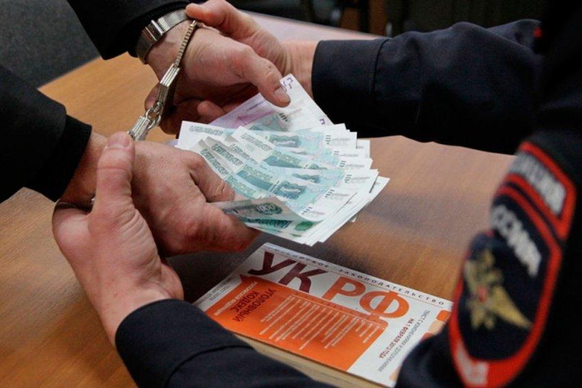 В Москве майор полиции пытался съесть полученную взятку, чтобы избежать наказания