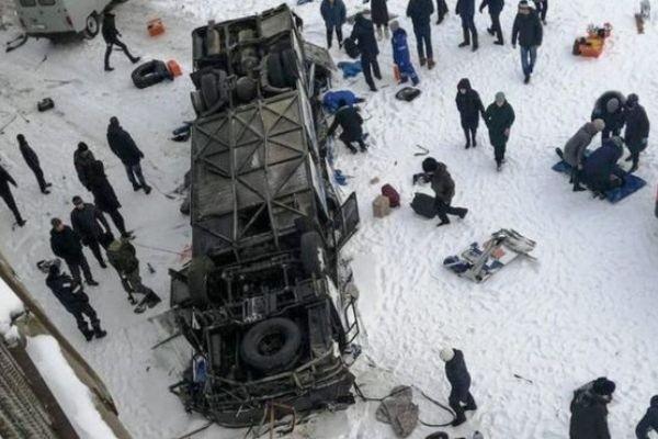 Названы причины падения автобуса с моста в Забайкалье