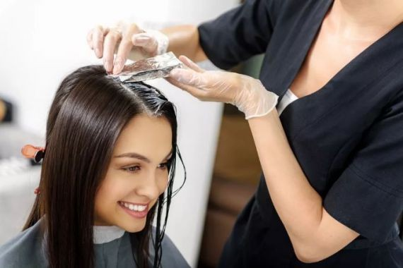 Ученые: Краска для волос повышает риск развития рака молочных желез