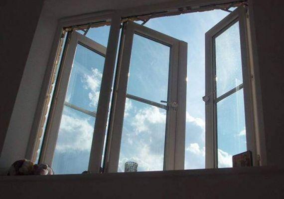 В Якутии мужчина сбросил свою супругу с балкона